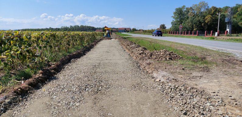 Pješačko – biciklistička staza između Čajkovaca i Vrpolja